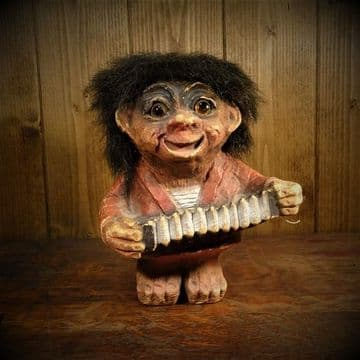 Ny Form Troll 'Lawrence' with Concertina