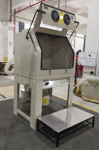 Pressure Blast Cabinet in Cream with Cyclone Extractor PSBC990