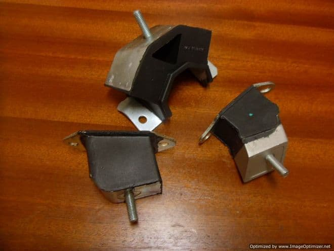 Engine Mounts Rubber Supports Set of 3