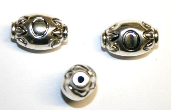 Silver Acrylic Oval Spacer Beads- 7pces- 15mm x 23mm- ACS205