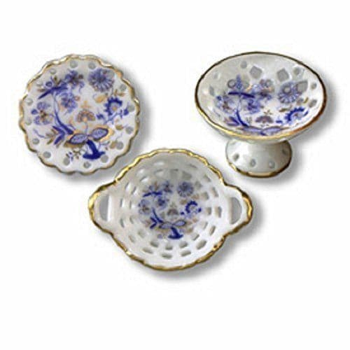 Reutter, 3 fancy bowl set, blue onion design. 1.434/8